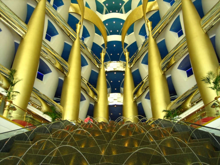 Burj-Al-Arab-inside-fountains-at-main-entrance
